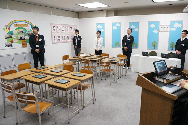 ↑こちらは教育の現場向けのスマートコンピューティングのデモ。学校の教室を再現するほどの手の込みよう