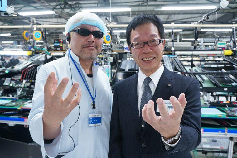 ↑最後は齊藤社長に2ショットをお願いしてキメポーズ。こんな気さくなトップがいる会社はこれからも我々を驚かしてくれることでしょう!