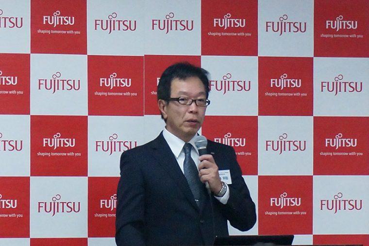 ↑富士通クライアントコンピューティングの齊藤邦彰社長が登壇。今回のプレスツアーへの意気込みを語られました