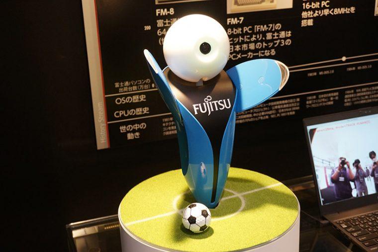 ↑富士通のAI搭載ロボット「ロボピン」が熱烈歓迎してくれました