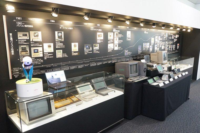↑歴代の富士通パソコンがズラリと展示
