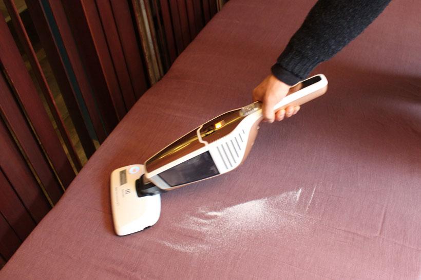 ↑UVライトを搭載した布団専用ノズルの花粉除去率は99.7%