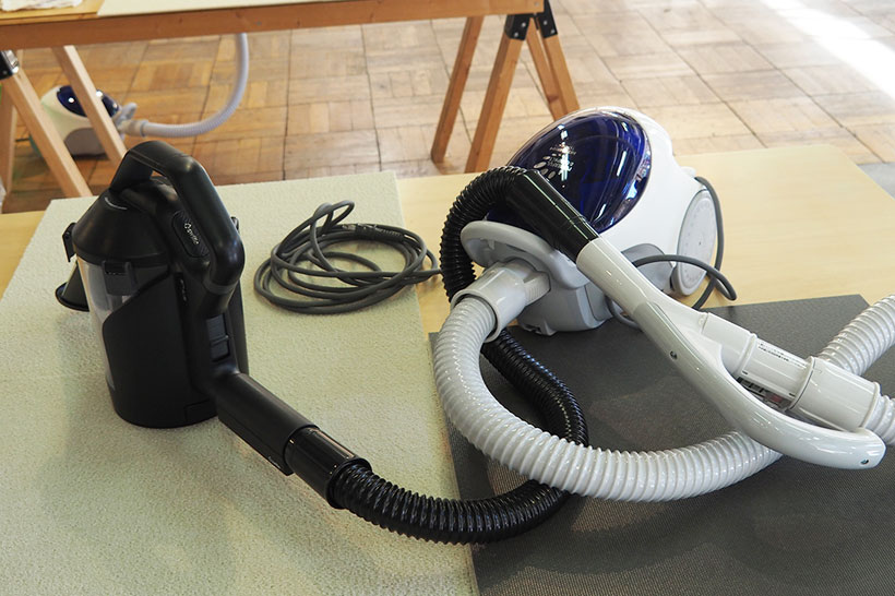 ↑スイトルは掃除機のノズル先に装着して使用します。ちなみに、黒いホースがスイトルの付属ホース。掃除機のホースと連結するとかなり長くなるため、掃除時に掃除機本体を動かす必要はほとんどありません