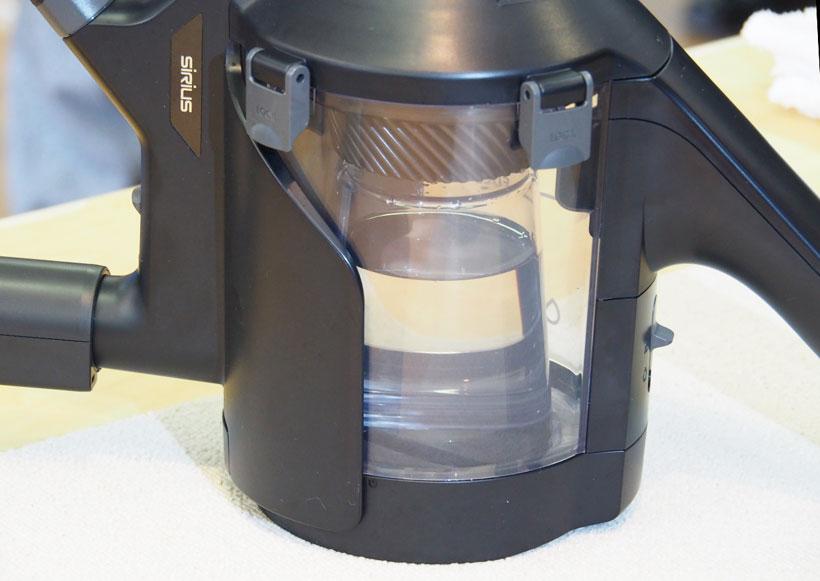 ↑中央のキレイな水をノズル先に送り、同時にノズルから汚い水を吸引します。汚い水はキレイな水の周りにある広いスペースに溜まります