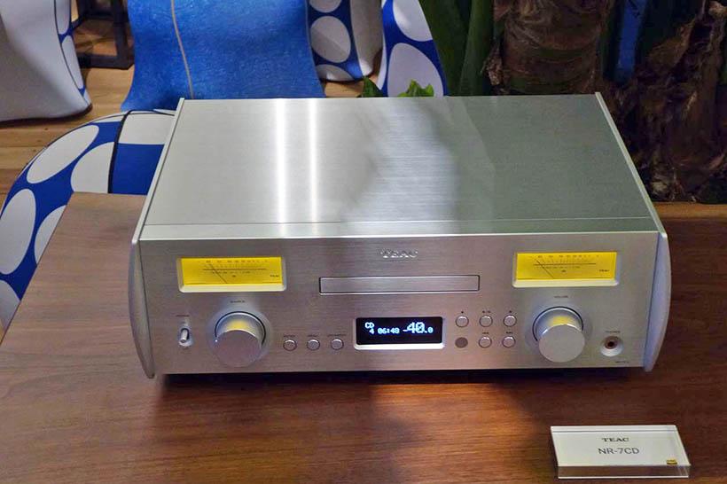↑人間の可聴領域帯を超えるサウンドを提供するのがティアックのハイレゾ対応ネットワークCDプリメインアンプ「NR-7CD」