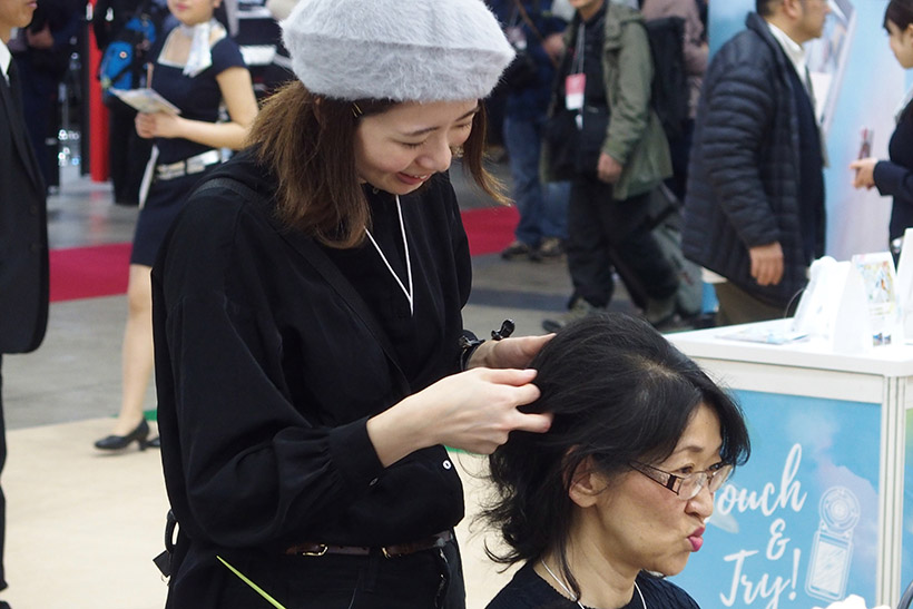↑より美しく自撮りをするために、プロのスタイリストさんにヘアを整えて貰えました
