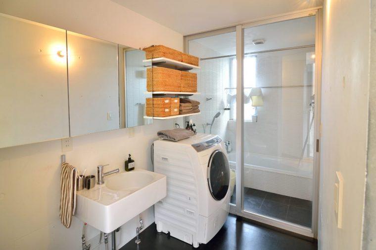 体を拭くバスタオルやお風呂上りに着る下着は、各部屋のクローゼットではなくお風呂場に置いて収納することで機能性を重視