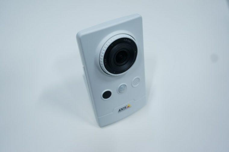 ↑AXIS製のカメラ。Wi-Fi対応モデルで税抜き4万7800円