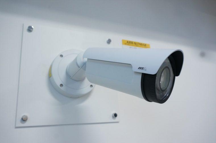 ↑屋外用の防犯カメラ
