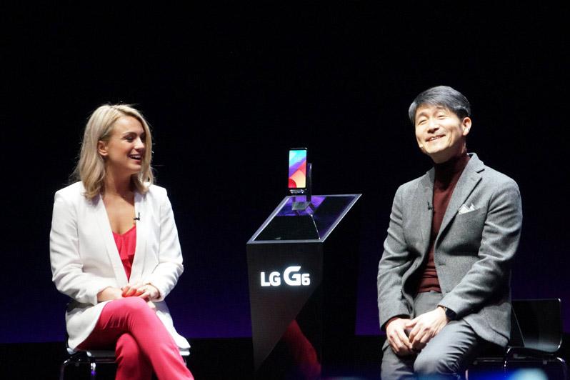 ↑MWCの本開催前にLGエレクトロニクスは発表会を開催。LG G6をお披露目した