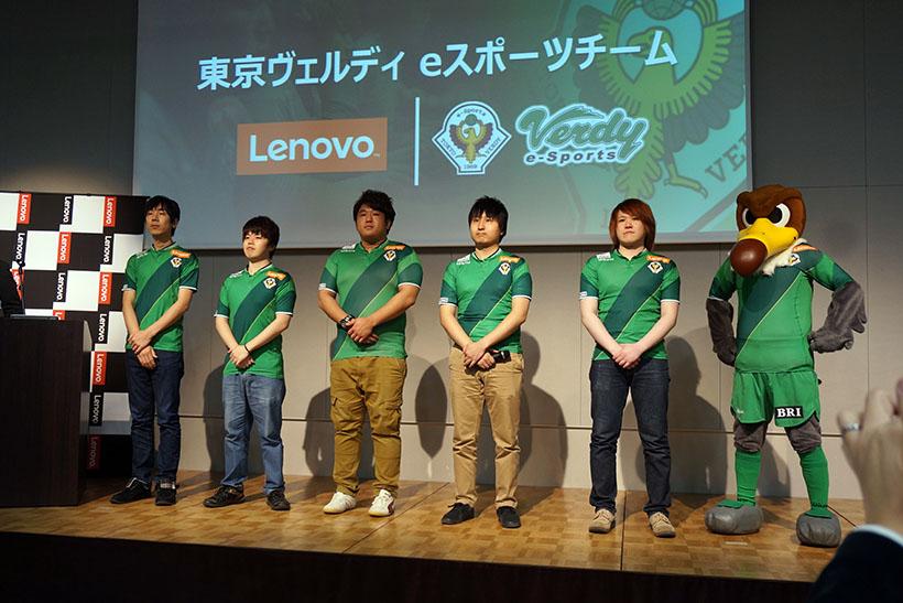 ↑東京ヴェルディ eスポーツチームの選手たち。Jリーグのサッカークラブ「東京ヴェルディ」も所属しているプロスポーツの名門