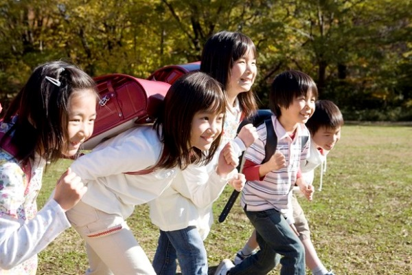 6194694 - japanese primary schoolchild