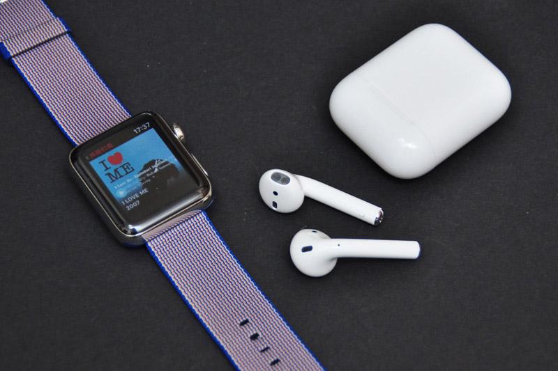 ↑AirPodsとApple Watchの相性も抜群。ウォッチに保存した音楽をイヤホンにダイレクトにペアリングして聴ける