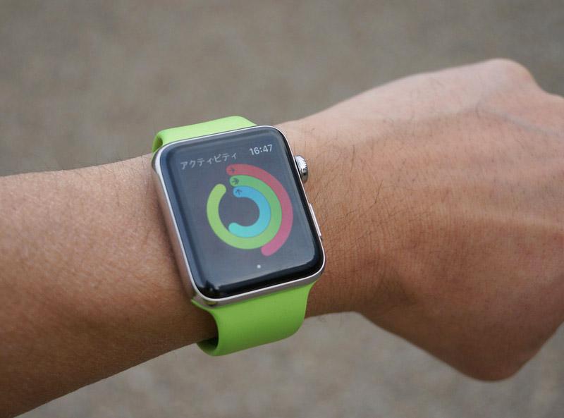 ワークアウトの達成度を3つのリングで知らせてくれる「アクティビティ」アプリのユーザーインターフェース