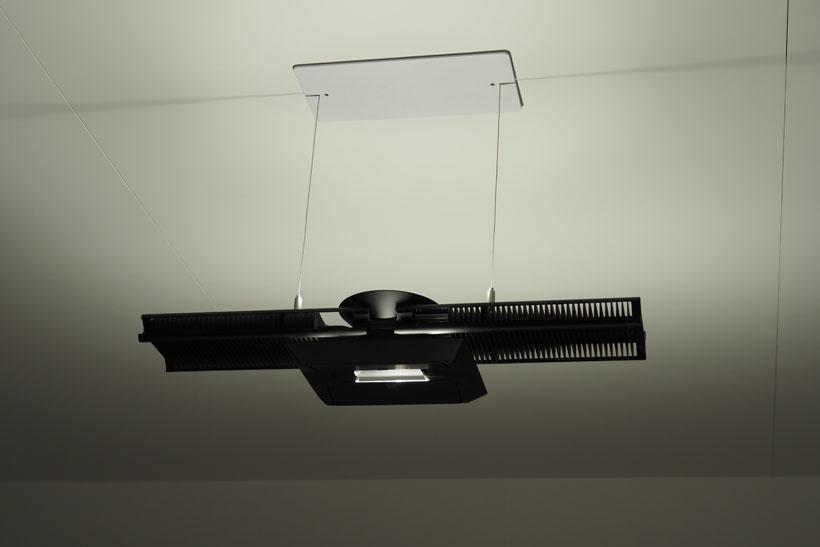 ↑「Cu-Beam Duo」の重量は3.24kg。シルバー、ブラック、ホワイトの3色を用意している