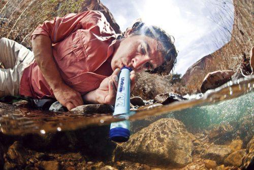 ↑水にそのまま差し込んで吸い上げるストロータイプ。孔径0.2ミクロンのろ過素材を使用する