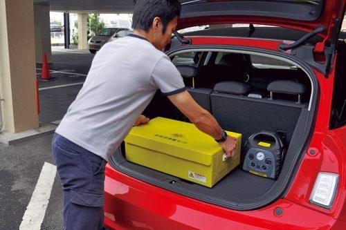 ↑ボックスはプラスチック製で軽量。底4点にすべり止めゴムシートが付いているため、走行時にトランク内でズレにくい