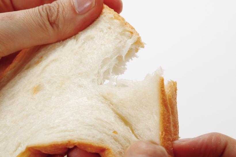 ↑トーストは常温、冷凍ともに中まで熱々、しっとりもっちり。水分を保ったやや重めの仕上がり。クロワッサンはまんべんなく焼けているが、ふんわり感は少なめ。中は水分を保ち、もちもち