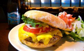 ハワイNo.1バーガーの進化が止まらない! 美容研究家のアイデアが冴えわたる明治神宮前「TEDDY'S Bigger Burgers」