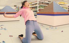 華麗なる絶叫ニースライディングを見よ! 橋本環奈、18歳の誕生日に「ぷっちょ」CMを撮影し喜びのコメント