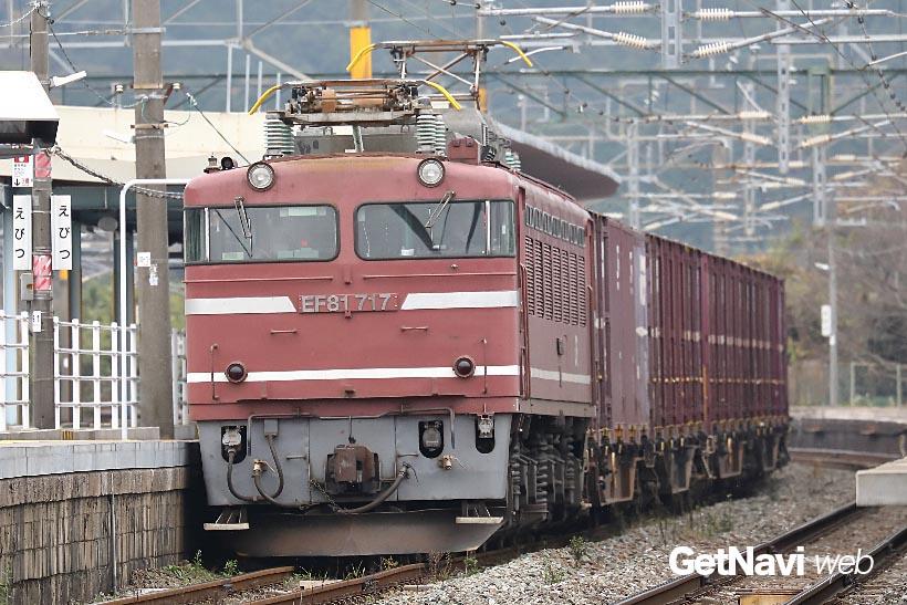 ↑運用範囲は九州の中だけとなったEF81。代わる機関車がないだけに、当分はその座は安泰か