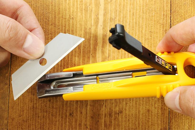 ↑刃は両サイドが使えるので、切れ味が落ちたら裏返して装着する