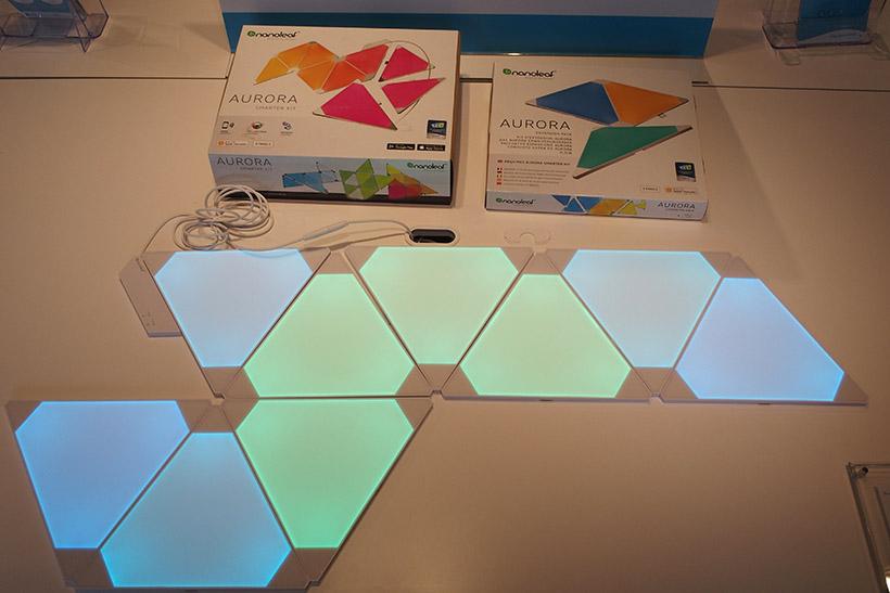 ↑三角形のLEDパネルを組み合わせて自由な色に光らせられるAURORA