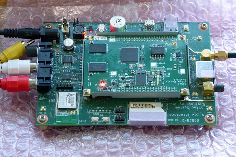 ↑i-dioのチューナーユニット。車載器用として専用チップを開発予定だ