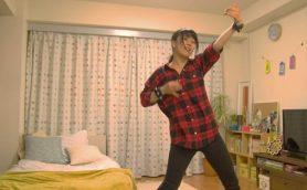 エアギターで本当に音を出す!? ソニーが動きで音を操る実験ムービーを公開