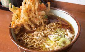 【立ち食いそば名店】夢中で飲み干してしまうウマさ! 美しい極細麺にだしが利いた濃厚つゆが絡む上野「元長」