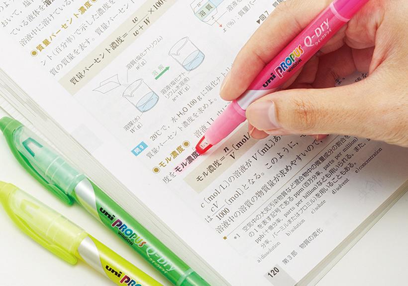 ↑インクの乾燥時間を従来の1/3に短縮。ツヤのある紙でもすぐに乾くので、手や紙が汚れない