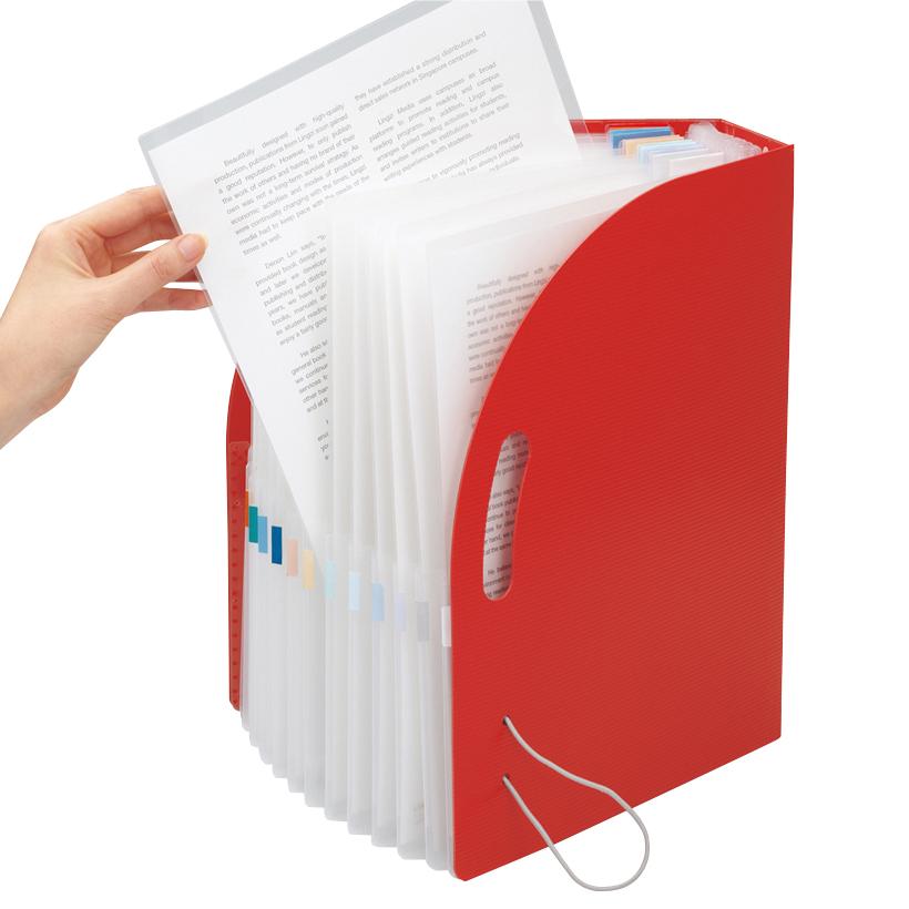 ↑書類をクリアファイルに入れたまま、放り込むことができる。サッと持ち出せて便利だ