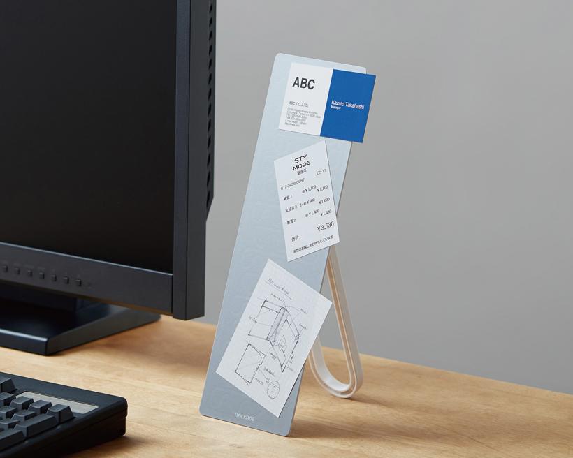 ↑スリムだから、PCの横など狭いスペースにも難なく置ける