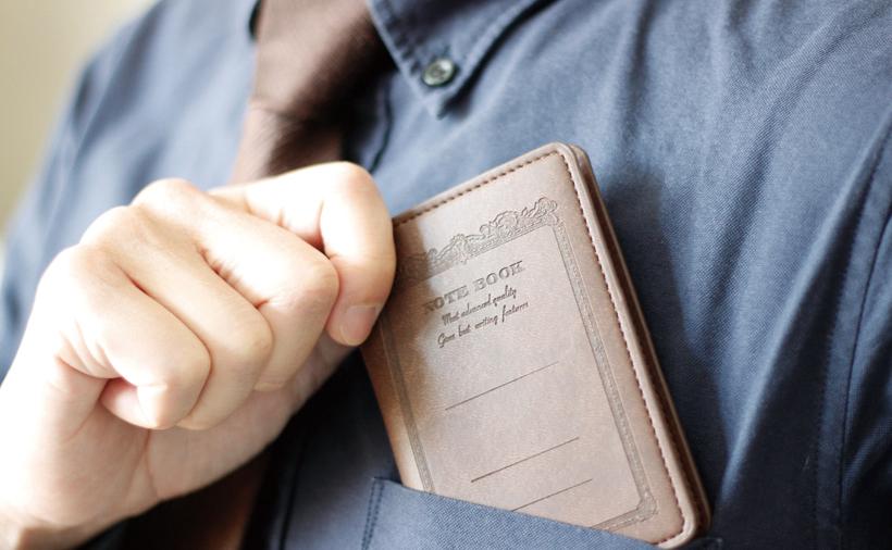 ↑A7サイズは、スーツのポケットに収まる。携帯用サブノートとして使いたい