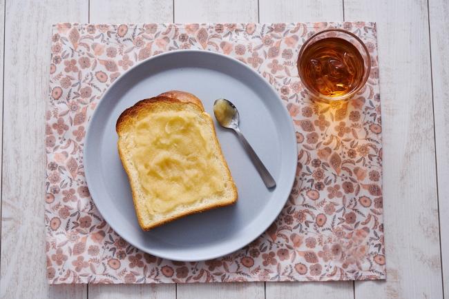↑一番手軽な使い方としては、ジャムやバターの置き換え。トーストに塗ったり、ヨーグルトに混ぜたりすれば、りんごが持つやさしい甘みやほのかな酸味を楽しめます