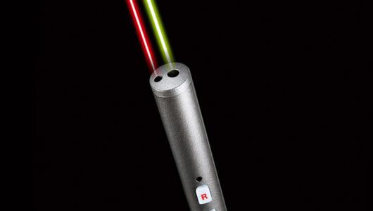 【見やすい緑/省電力の赤】2色の光で効果的なプレゼンができるレーザーポインター