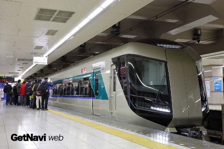 ↑試乗会用の列車が9時21分に浅草駅に入線。ツアーへの応募者も多く関心の高さがうかがえた