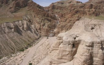 ↑『死海文書』が発見されたクムラン洞窟