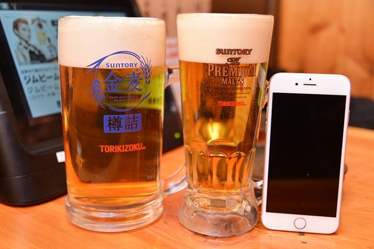 ↑左が金麦(大)で、その隣は同価格のザ・プレミアム・モルツ(中)。そのほか、世界的に評価の高い高級ウイスキー「響」も280円(税抜)で楽しめます