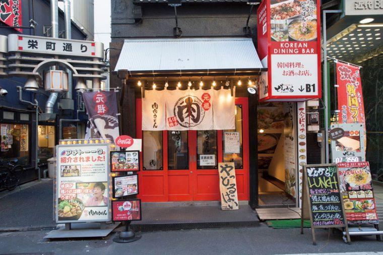 ↑東池袋 店は2015年オーブン。敵 はラーメン店と考え、ラー メン激戦区に開業した