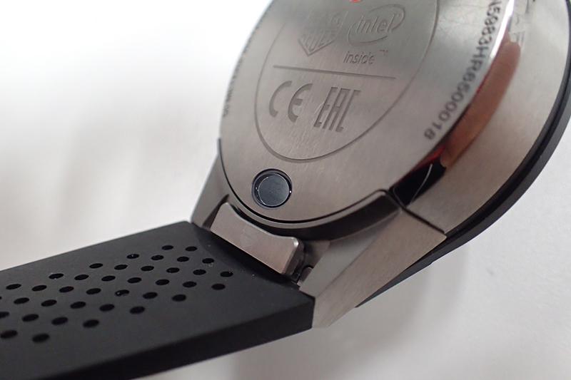 ↑ベルト根元に横長のボタンが見える。これが取り外し用のボタンだ