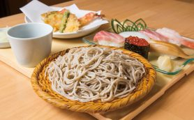 【格安そば名店】そばに天ぷらに握り寿司…って、好きなものばかりじゃないか! 超おトクな握りセットが必食の根岸「鷹山」