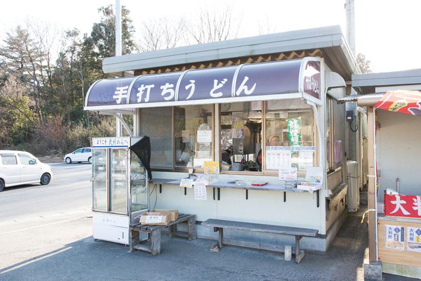 ↑「JA埼玉中央 小川直売所」に併設 された食事コーナー。生麺の販売も 行っている