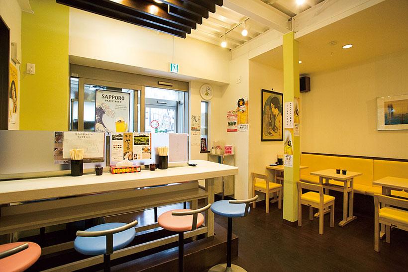 ↑店内は明るく清潔 な雰囲気。若い人や女性も入りやす い