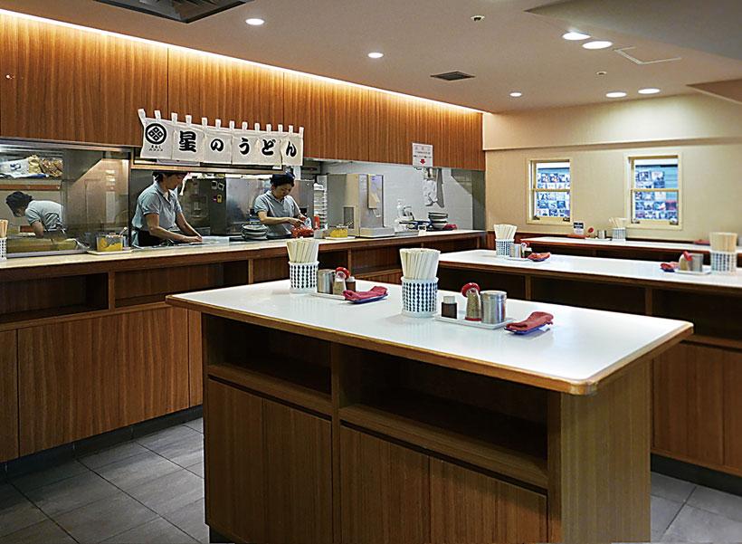 ↑店内は完全立ち食い制。朝の8時半まで とお昼にはここが満席に