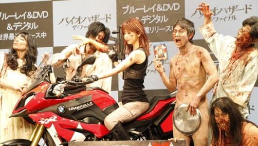 「大丈夫、お盆の後ろもアンデッド…」藤田ニコル、アキラ100%がバイオハザードイベントに登場