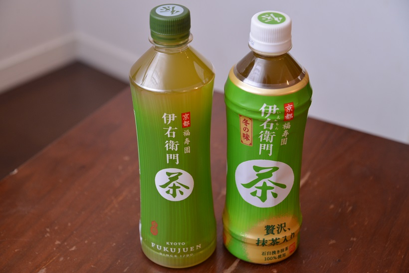 ↑竹を表現した節は控えめになり、キャップは鮮やかな液色を際立たせるため緑色に。ラベルは湯呑みに入れた際の緑茶のイメージを表現し、中央にかけてグラデーションが入っています