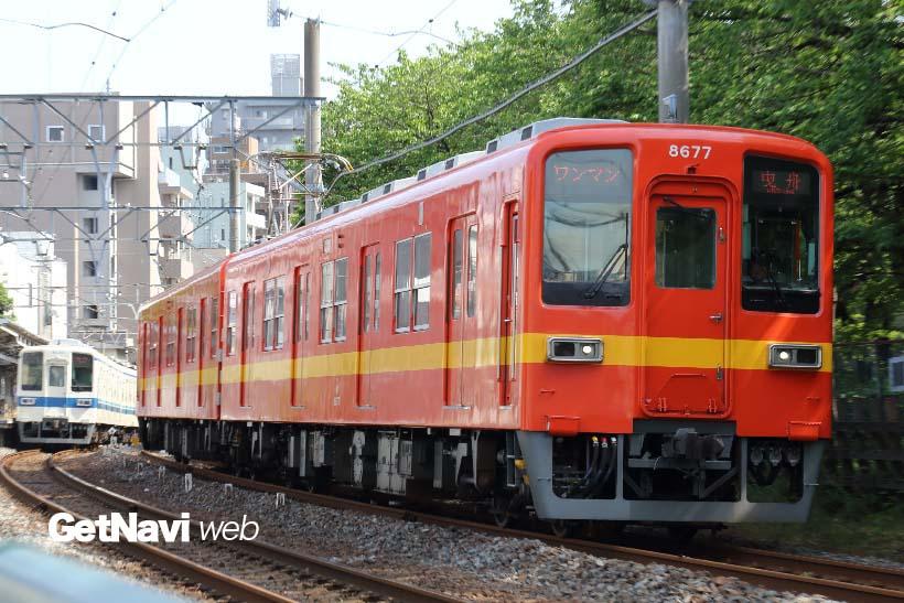 ↑「昭和30年代の通勤形電車標準色」に塗られた8000系。昭和30年代、短期間のみ使われた塗装だ