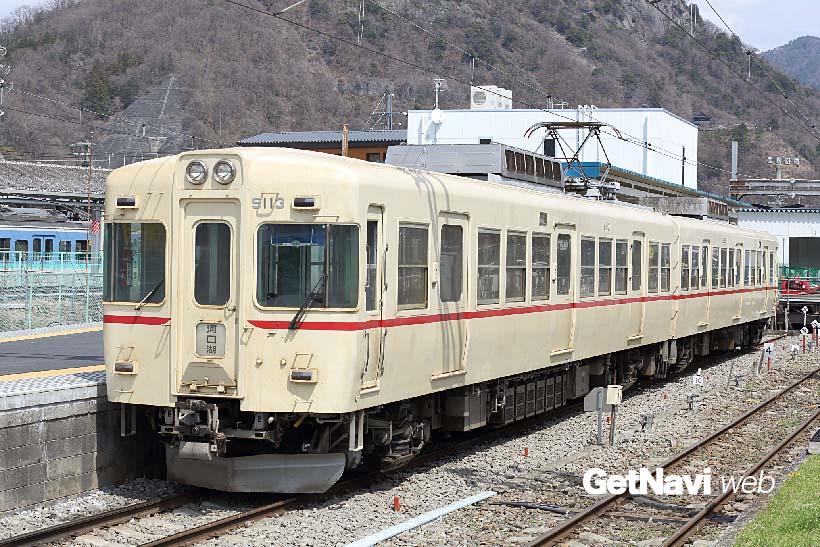 ↑クリーム色に赤の細い帯は元京王電鉄5000系のオリジナル色。京王当時の車両番号が付く