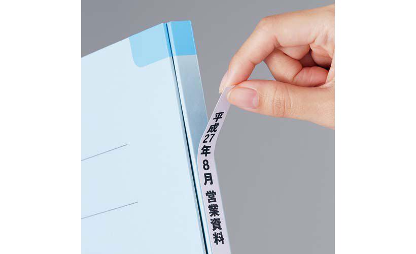 ↑表紙も背もラベルは何度でも貼りはがしOK。コツはゆっくりはがすこと